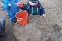 Endelig er snøen borte, og vi kan grave i myk sand