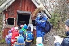 4 og 5 åringene på julemoro på Sæteren gård. Her har de nisse-orientering