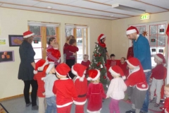 Alle gikk rundt juletreet
