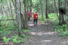 Gode venner på tur i skogen!
